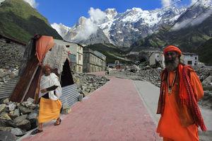 Kedarnath shrine tries to shine