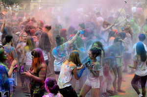 This Holi festival in Alwar promises food, yoga, music and organic holi parties!