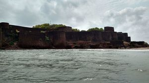 There's A Massive Hidden Fort In Maharashtra And We Bet You Don't Know About It At All!