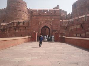 Agra Fort - A place with powerful history!!