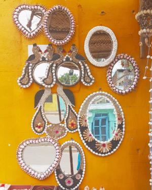 #streetshopping #reflections #wallart #tripotocommunity #colorsplash #mirrors #seashellart