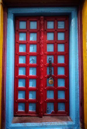 Ancient Doors Of Benaras #tripotocommunity @tripotocommunity