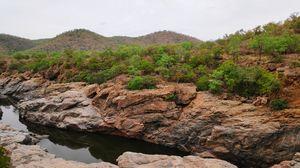 Mekedatu - kaveri river between the rocks.....