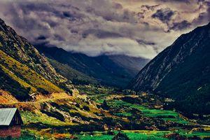 Scenic Sangla and Gloomy Sky ! #colourgreen #tripotocommunity @tripotocommunity
