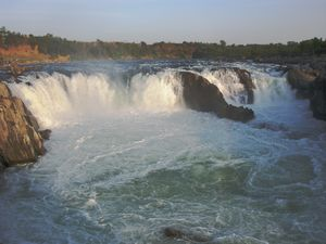 Experience a Smoky Waterfall and a Mountain of Marbles at Jabalpur, Madhya Pradesh