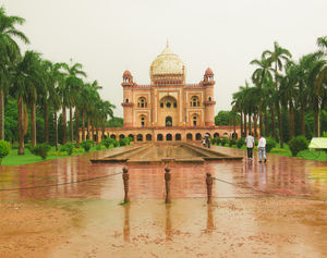 would you want to visit the Tomb of safdarjung during the rainy season?