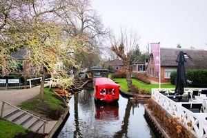 A Day in Giethoorn- Still You Think Fairytale Doesn't Exist?