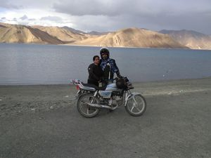 First Couple Ever (Theloneriders) To Ride From Delhi To Leh Ladakh On A 100cc Bike!