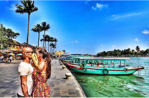 High On Love & Travel, This Couple Is Kissing In Public Around The World