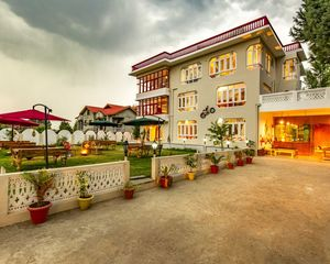Oozing Elegance & Beauty, Zostel Srinagar Is Backpackers' Paradise In 'Heaven on Earth'