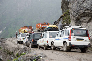 Four-Km-Long Traffic Jam on Manali-Leh Highway, One-Way Traffic System Implemented