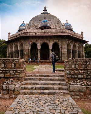 isa khan tomb , delhi