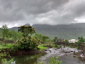 TREKKING ON YOUR MIND:- TRY ONE OF THE MOST FAMOUS TREKS IN MAHARASHTRA:- PRABALMACHI AND KALAVANTIN
