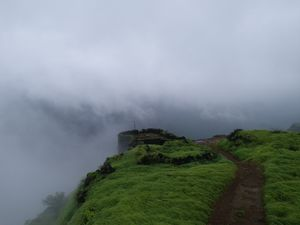 An Off road bike ride to Rajmachi lonavala!