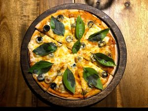 honey bee bakery &pizzeria 1/undefined by Tripoto