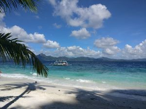 A luxury trip to Philippines. White sand, azure waters