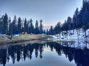 Juda ka Talab, while going to kedarkantha peak you can witness this half frozen lake.