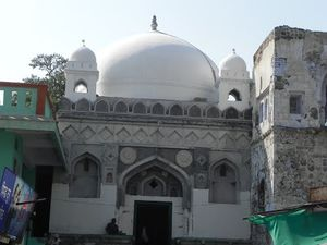 Tomb of Mughal Emperor Aurangzeb 1/undefined by Tripoto