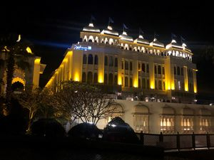 Stay at Radisson blu Udaipur :Hotel serves you great location but surely does not provide 5 star ser