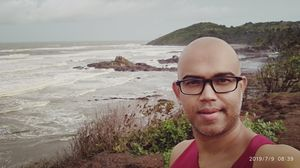 #SelfieWithAView #TripotoCommunity Morning view from cliff between Vagator beach & Ozran beach!!!