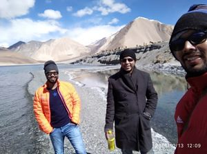 #SelfieWithAView #TripotoCommunity Walk with best buds at most beautiful lake ????