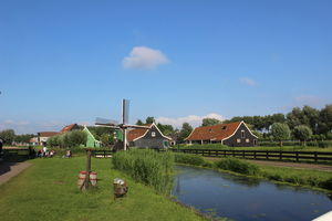 Where wind creates history & houses sing a thousand tales : Zaanse Schans