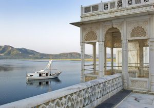 Stay at these glamorous Palace turned Hotels in India !!
