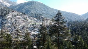 Jibhi: Our first Experience with Snowfall in Himachal!