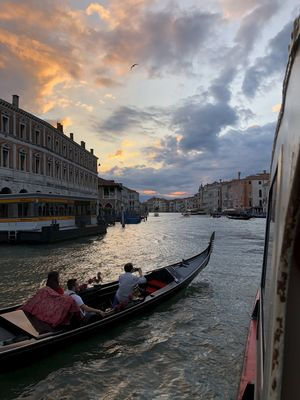 The sun setting on Venice #BestTravelPictures #tripoto