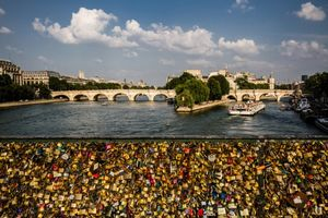 Pont des Arts 1/undefined by Tripoto