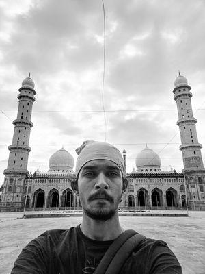 """Tal-ul-Masajid"" Asia's Biggest mosque #selfiewithaview #tripotocommunity #sadhuchalatabhala"