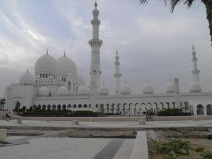 Sheikh Zayed Mosque - Al Maqta'a - Abu Dhabi - United Arab Emirates 1/undefined by Tripoto