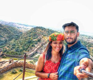 The beautiful kumbalgarh fort on the background #selfiewithaview #tripotocommunity