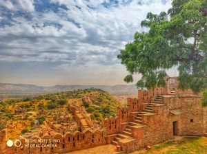 Great Wall Of India! Yes, you read that correctly. Kumbalgarh Fort