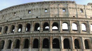 Piazza del Colosseo 1/17 by Tripoto