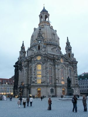 Frauenkirche Dresden 1/2 by Tripoto