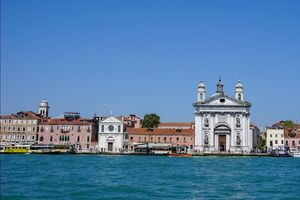 Venice ~ Streets that are not made for cars #streetsnaps