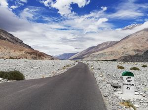Day wise itinerary to Kashmir & Ladakh with 4 friends, 9 days @ INR 18,500 per person