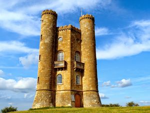 Broadway Tower 1/4 by Tripoto