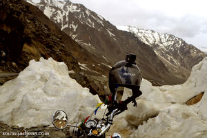 A Tale of two mountain passes – Mountain biking from Rohtang to Baralacha La,Himachal