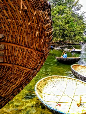 Life in a Coracle : Hogenakkal