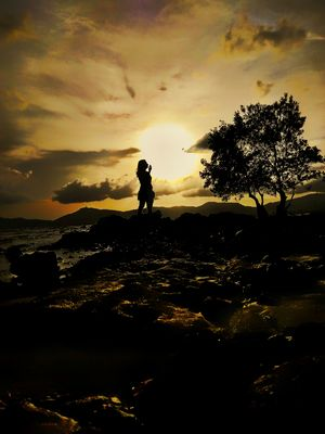 Sunset and a pose. #besttravelpictures Theme: Landscape