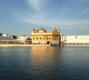 everything felt so perfect that day the sky was shining and the sarovar was reflecting had to click.