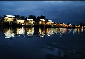 Srinagar's Jewel -- Dal lake  #BestTravelPictures #shotatnight @tripotocommunity @jetairways