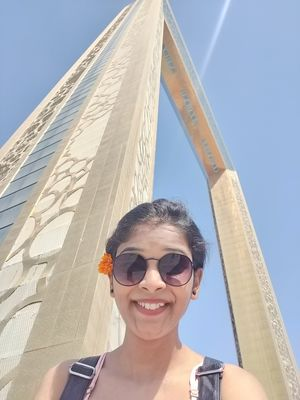 When you feel too small in front of Dubai frame, take selfie. ;) #selfiewithaview #tripotocommunity