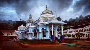 Not many are aware of the Goa is a home to many beautiful temples! Mangueshi being one of them!