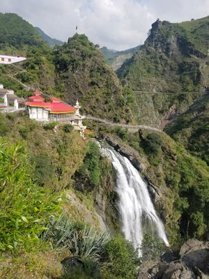 Weekends in Chamba!!                                  Weekend 1: Ennan Mata Temple & Water Falls