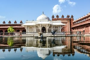 Love symetry ? You will love Fatehpur ! (Best trip in winters)