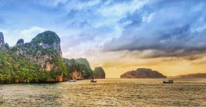 And I was in the midst of the sea, The mesmerizing islands of Phi Phi.
