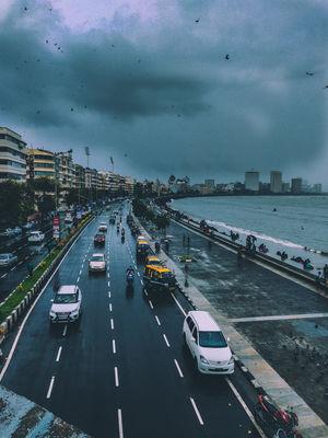 Bambai + Monsoon = The Vibe is pure Love  #BestTravelPictures #Marinedrive #mumbaimonsoon